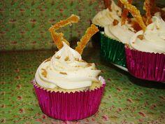 "Treats & Trinkets: Cannoli Cupcakes (aka ""The Tricia"")"