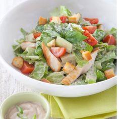 Salade croquante façon César au poulet grillé sauce les gourmandes aux oignons avec une pointe de vinaigre balsamique - une recette Salade - Cuisine