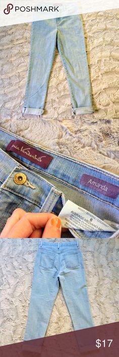 Gloria Vanderbilt Amanda high waist light jeans Make an offer! No trades. Bundle and save - I'm a fast shipper! Gloria Vanderbilt Jeans Straight Leg