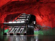 Estações de metrô refletem o espírito das grandes cidades. Click abaixo e se apaixone....Lindas fotos!