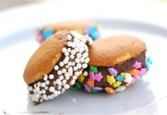 Nilla Wafers + Banana + Nutella + Sprinkles = YUM!