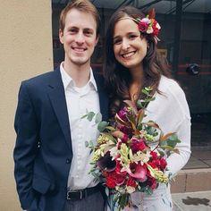 Lindos! ❤️ a gente não resiste em mostrar Os nossos noivinhos Caio e Martina hoje de manhã no cartório pro casamento no civil! Nosso bouquet e headband marcando presença logo cedo pra começar essa semana cheia de flores! 🌺🌿🌿 Felicidades!!! #bouquetofflowers #floweroftheday #bouquetdenoiva #noivaboho