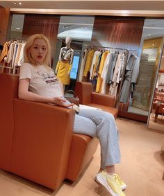 does she know how powerful she is just by sitting there? Sulli Choi, I Love You Mom, Girl Inspiration, Foto E Video, Cool Girl, Toddler Bed, Peach, Furniture, Beautiful