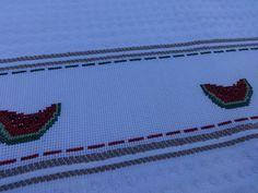 Pano de prato - Bordado em ponto cruz - desenho de melancias