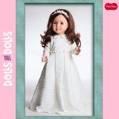 Quedan pocos días para empezar a disfrutar de las tan esperadas comuniones y Lidia de la familia Las Reinas de #PaolaReina quiere formar parte de ese día tan especial. Las Reinas son muñecas de 60 centímetros con articulaciones en cabeza, hombros, codos, muñecas, piernas, rodillas y pies. 🎁 ¡Es un #regalo maravilloso para recordar este día tan especial! 🎁 #Dolls #MuñecasPaolaReina #PaolaReinaDolls #Bonecas #Poupées #Bambole #DollsMadeInSpain