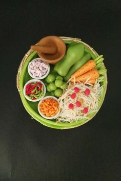 1:6 Dollhouse Miniatures Cabbag Tomato Onion Salad on Plate Food Deco Barbie