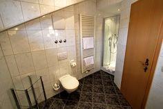 Badezimmer Nr. 16 #Gatterhof Bathtub, Bathroom, Single Bedroom, Full Bath, Bathing, Ad Home, Standing Bath, Washroom, Bathtubs