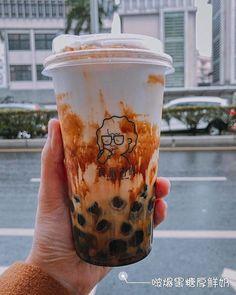 Food N, Food And Drink, Copo Starbucks, Korean Drinks, Boba Drink, Bubble Milk Tea, Tumblr Food, Milk Shop, Tea Brands
