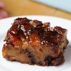 This chocolate banana breakfast bake is so addicting, you'll have a hard time sharing it. The caramel combined with the banana custard and brioche bread makes for a rich and perfectly gooey bite that'll have you coming back for more. Breakfast Casserole French Toast, Banana Breakfast, Breakfast Toast, Breakfast Recipes, French Toast Bread Pudding, Perfect Breakfast, Chocolate French Toast, Banana French Toast, French Toast Bake