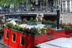 houseboat...