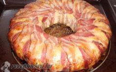 Sajtos sonkás csirkemell bacon koszorúban recept fotóval