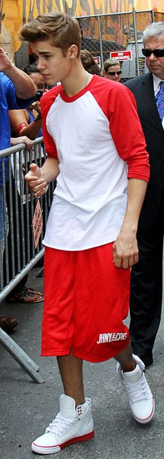 I really like this outfit. i personally dont have anything against him because i dont know him personally but im not like crying when i see him he just seems like a chill dude