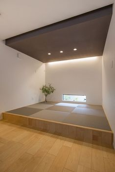 A natural home with a DJ booth that plays a living Japanese Modern House, Modern Japanese Interior, Japanese Home Decor, Modern Interior Design, Washitsu, Tatami Room, Style Japonais, Dojo, Modern Room