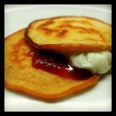 Panquecas com iogurte desnatado e compota de tomates orgânicos. Feito em livetwitting com a @psicupcake - @miguelcizeron- #webstagram Pancakes, French Toast, Breakfast, Food, Buttermilk Pancakes, Yogurt, Lean Body, Recipes, Ideas