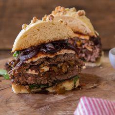 Ein Stuffed Burger ist eine tolle Sache. Die guten Zutaten liegen geschützt im Patty. Gefüllt mit der italienischen Variante eines Ratatouille.