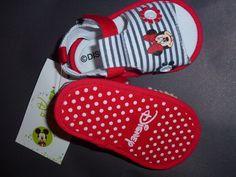 Sandalinhas Minnie, da Disney,   risquinhas, sola antiderrapante às bolinhas, tamanhos de momento, dos 3 aos 12 meses  13 € portes de correio incluidos para Portugal