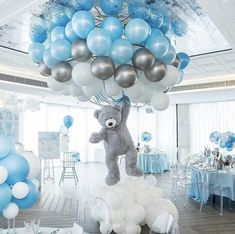 Shower Favors And Prizes Baby shower centerpiece idea - balloons and girant floating bear - so cute!Baby shower centerpiece idea - balloons and girant floating bear - so cute! Deco Baby Shower, Shower Party, Baby Shower Parties, Baby Shower For Boys, Boy Baby Showers, Cloud Baby Shower Theme, Unisex Baby Shower, Baby Shower Favors Boy, Baby Shower Outfits