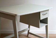 bureau enfant - Les jolis meubles #meuble #vintage