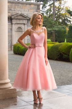 Beautiful bridal dresses, wedding gowns and plus size wedding dresses for your wedding from Special Day. Fashionable bridesmaid dresses and prom dresses. Dama Dresses, Prom Dresses, Formal Dresses, Wedding Dresses, Tea Length Bridesmaid Dresses, Bridesmaids, Organza Dress, Mom Dress, Fancy Dress