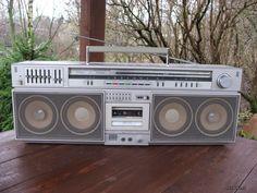 Hifi Stereo, Hifi Audio, Old School Radio, Audio Design, Transistor Radio, Radios, Retro Party, Boombox, Vintage Diy