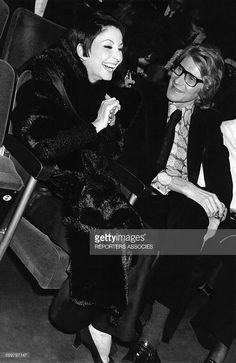 La danseuse et chanteuse française Zizi Jeanmaire avec le couturier français Yves Saint Laurent, circa 1970 .