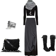 Casual dark elf outfit | grey layered maxi skirt + scarf + moon space necklace + rings + bag + boots | fall winter style