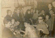 KEŞANLI ALİ DESTANI-Keşanlı Ali Destanı'nın prömiyeri sonrası yazar Haldun Taner ve ekip Nişantaşı Kulüp B'de eğlenirken. 31 Mart 1964. (Gülriz Sururi, Engin Cezzar, Memet Akan, Genco Erkal, Aydemir Akbaş, Umur Bugay, Hüseyin Salcı, Aylin Çobanoğlu, Gönülden Peksoy, Ani İpekkaya, Çetin İpekkaya)