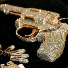 Looks like a little girl bedazzled the guns.doesn't even look good in my opinion neither does gold. Boujee Aesthetic, Badass Aesthetic, Bad Girl Aesthetic, Madara Wallpaper, Fille Gangsta, Pretty Knives, Custom Glock, Cool Guns, Weapons Guns