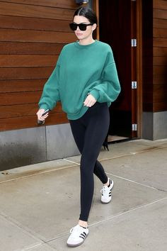 Need some fresh legging outfits Take a cue from celebs and fashion insiders with these 19 ideas for wearing leggings now and next year Casual Leggings Outfit, Sweatshirt Outfit, Cute Outfits With Leggings, How To Wear Leggings, Leggings Fashion, Leggings Style, Kendall Jenner Outfits Casual, Casual Outfits, Fashion Outfits