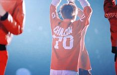why haven't I see this before?! dancing xiumin