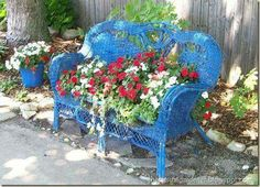Recycle old wicker furniture for your garden! Flowers in an old wicker loveseat! Flower Planters, Garden Planters, Flower Pots, Garden Junk, Garden Gate, Wicker Furniture, Garden Furniture, Wicker Chairs, Arranging Furniture