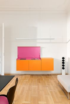 Modular plywood mini kitchen MINIKI by miniki design Tobias Schwarzer Mini Kitchen, Kitchen Units, Kitchen Interior, Kitchen Design, Furniture Decor, Furniture Design, Casa Patio, Zaha Hadid, Interior Design Inspiration