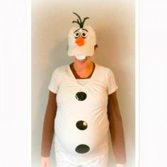Do you want build a baby? This maternity Olaf costume idea is perfect for the Frozen fans out there, of which there are about as many as there are snowflakes in winter! (via FitPregnancy.com) #pregnant #halloween #costume