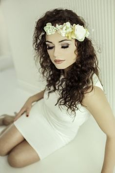 This lovely one sided flower crown features a beautiful composition of perfect ivory rose and blush, ivory and yellow hydrangea flowers with swarovski crystals
