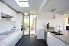 cocina con isla y ventana - Buscar con Google