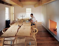 The Ten Broeck Cottage, New York: The cottage, built in 1734, is integrated with a contrasting modern addition.