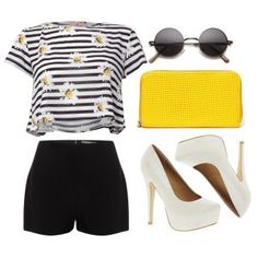 С чем носить белые туфли: черные шорты, полосатая футболка, желтый клатч, солнцезащитные очки в круглой оправе