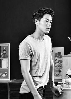 Jungwon Ma (face claim: Hong Jonghyun) is Hayun's twenty-seven year old guard.