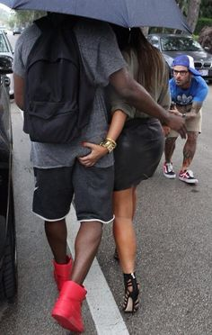 One of our favorite couples, Kim Kardashian and Kanye West, are currently in Miami Beach, enjoying shopping and the sun. The two, who were dressed Kim Kardashian Kanye West, Kanye West And Kim, Kardashian Style, Kardashian Jenner, Kardashian Family, Kylie Jenner, Swag Couples, Cute Couples, Power Couples