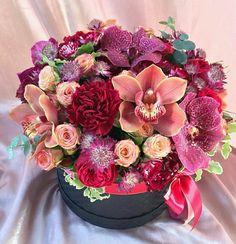 So pretty Orchid Flower Arrangements, Floral Centerpieces, Floral Bouquets, Flower Boxes, My Flower, Ikebana, Fresh Flowers, Beautiful Flowers, Bouquet Box