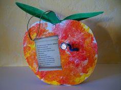 Bébert le petit ver et sa maison pomme Camille La Chenille, Land Art, Art For Kids, Christmas Ornaments, Fruit, Holiday Decor, Images, French, School