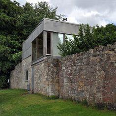 Uno de los dibujos más reveladores y emocionantes de la historia de la arquitectura quizás sea el de la parcela en la que Alison y Peter Smithson se construyeron un pabellón de descanso familiar sobre una antigua granja