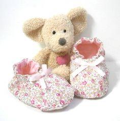 Chaussons bébé tissu liberty Eloise rose cheville élastique,coutures invisibles 3 à 6 mois Tricotmuse : Mode Bébé par tricotmuse