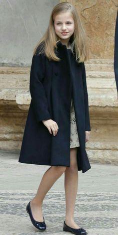 Princess Leonor of Spain - Preteen Clothing Preteen Fashion, Kids Fashion, Fashion Outfits, Little Kid Fashion, Cute Girl Dresses, Royal Clothing, Teenage Girl Outfits, Fashion Catalogue, Camille