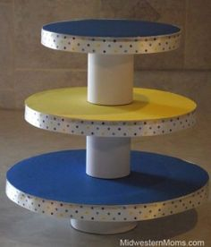 cute idea for diy cake/cupcake stand Homemade Cupcake Stands, Cardboard Cake Stand, Porta Cupcake, Moldes Para Baby Shower, Paw Patrol Cupcakes, Cake Holder, Wood Pedestal, Diy Cake, Deco Table