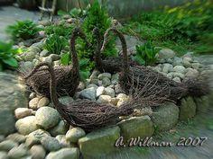 Bilderesultat for risutyöt koivusta Willow Weaving, Tree Stump, Garden Art, Garden Sculpture, Craft Projects, Succulents, Make It Yourself, Outdoor Decor, How To Make