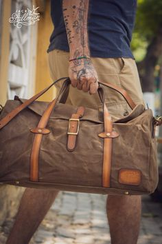 10 year warranty / Handmade, heavy beeswaxed canvas bag for motorcyclist's, travellers, commuters and adventurers. Canvas Travel Bag, Travel Bags, Waxed Canvas, Cotton Canvas, Cabin Luggage, Duffel Bag, Leather Handle, Rogues, Shoulder Strap