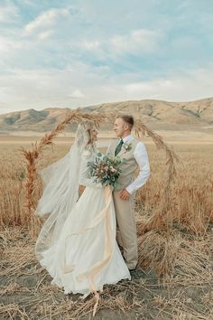 Get inspired by this Wheat Field Feast Styled Shoot. Discover the vendors responsible for this stunning event, and book them for your big day. Green Wedding, Wedding Bouquets, Wedding Cakes, Wedding Dresses, Kings Table, Wheat Fields, Fall Harvest