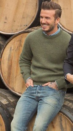 Wildest Dreams. ♡ David Beckham Family, David Beckham Style, Men's Style Icons, Bend It Like Beckham, Haircuts For Men, Sexy Men, Men Sweater, Men Casual, Jeans