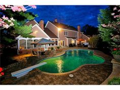 Gorgeous pool with diving board | Town and Country MO